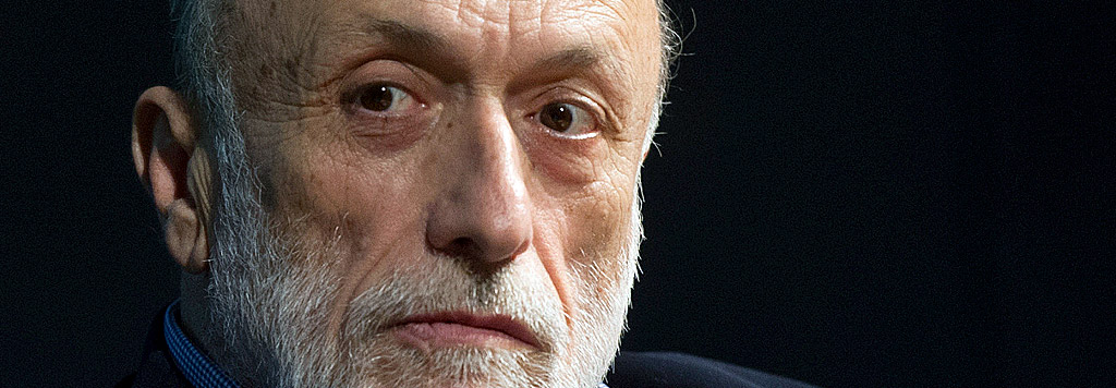 Carlo Petrini è un gastronomo, scrittore e attivista italiano, fondatore dell'associazione Slow Food.
